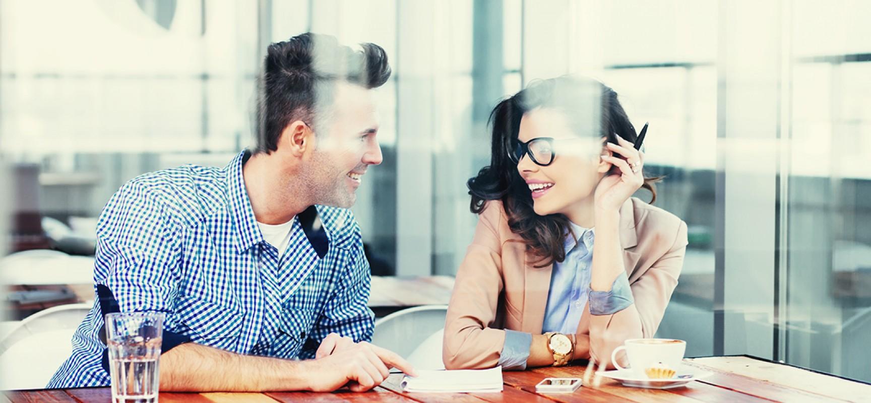 Avalie os prós e contras do namoro no trabalho